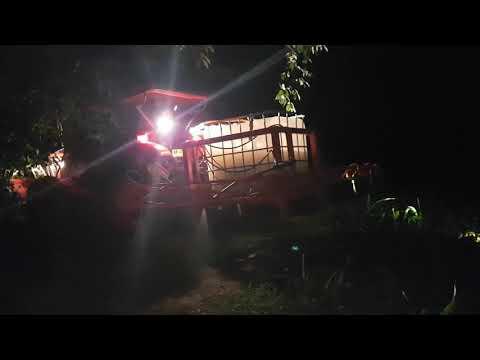 ฉีดยาฆ่าหนอนในไร่ข้าวโพดตอนกลางคืน รถไถคูโบต้า 70เเรง