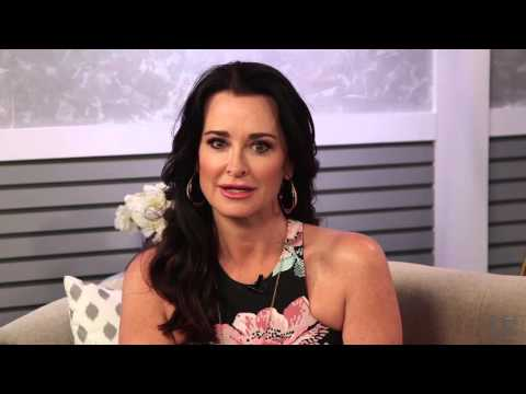 Kyle Richards Performs Dramatic Reading of 'RHONY' Scene | Truth orDare