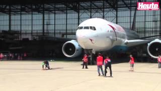 Weltrekord: Franz Müllner zieht eine Boeing 777