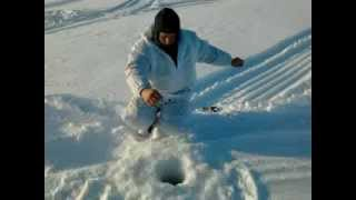 рыбалка на ямале(озеро нашли окуневое., 2012-05-14T06:55:36.000Z)
