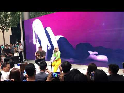 Sweet but psycho live in Bangkok, Apple Store Iconsiam