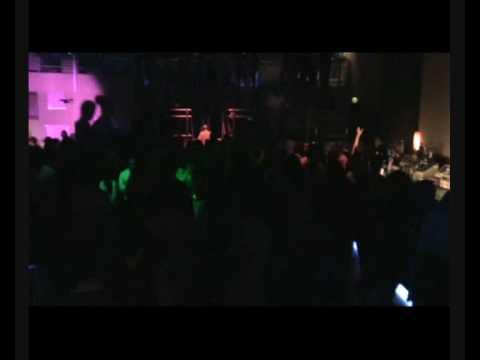 Danny Delgado plays Vale La Pena (MessLess Remix)