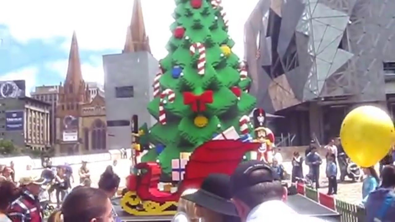 Ever Seen A Christmas Tree Made From Lego?..A Little Bit