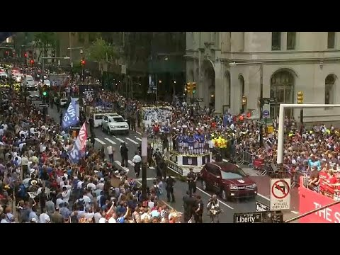 فيديو: موكب مهيب احتفالاً بالفوز الأمريكي بكأس العالم للكرة النسائية…  - 23:53-2019 / 7 / 10