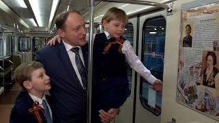 С юбилеем Победы горожан поздравляет тематический поезд