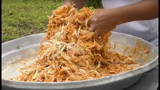 స్వీట్ షాపుల్లో ఉల్లిపాయ పకోడిని అంత రూచిగా ఎలా చేస్తారో చూడండి   Onion Pakoda Making in Sweet Shop