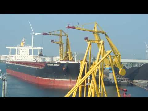 UNLOADING IN A BULK CARRIER SHIP