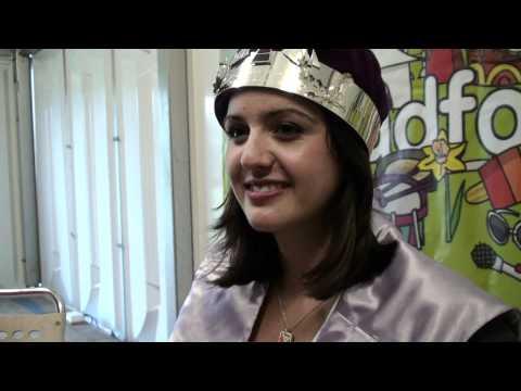 Anni Llŷn, enillydd Coron Eisteddfod yr Urdd Eryri 2012