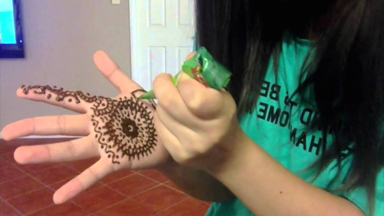My First Attempt At Henna Tattoo Easy Simple Design Youtube