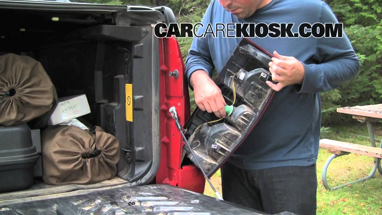 How to Change the Tailights, Rear Turn Signal and Reverse