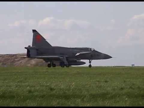 SAAB JA 37 Viggen short landing and takeoff Frösön Aug 2001