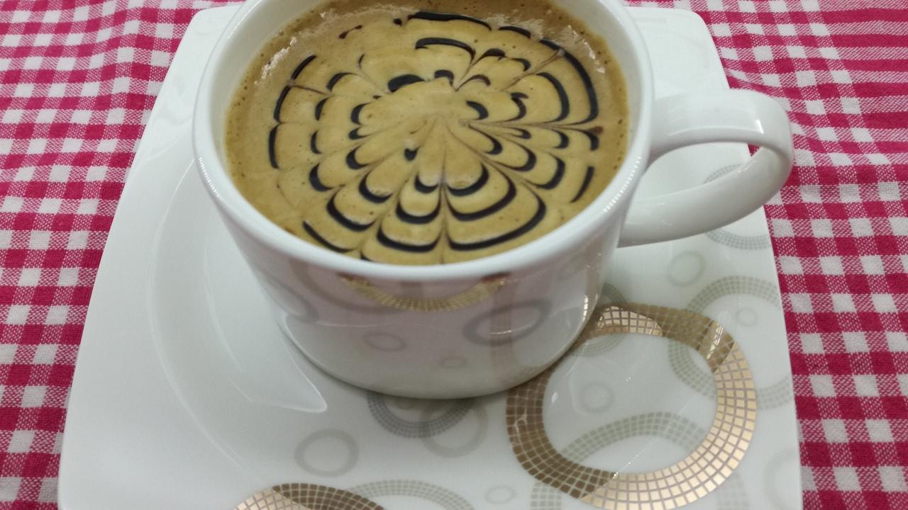 Kahve Köpüğünü Süsleme Yöntemi 87