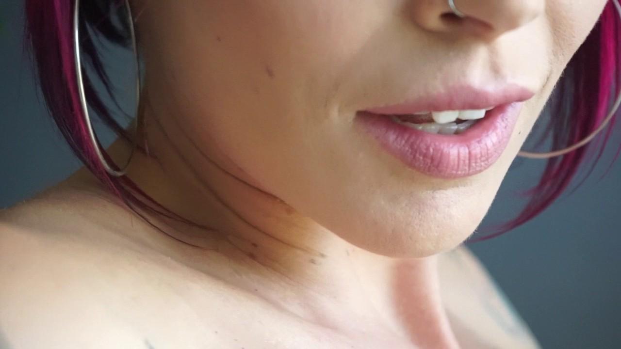 Anna Bell Peaks schickt ihre Squirting Snatch für das Stampfen in POV