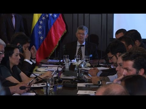 Venezuelan lawmakers clash with Supreme Court