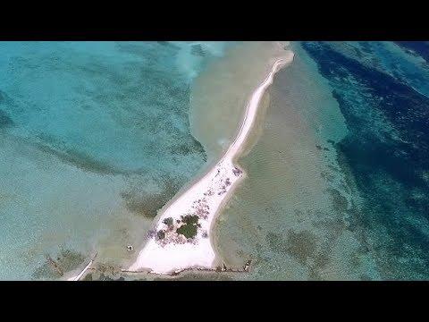 Ιστορίες από το ελληνικό νησί που θυμίζει Ειρηνικό (είναι όλο μια παραλία) -Ο Σικελιανός και η «ζόρκα», η πάντα γυμνή γυναίκα του
