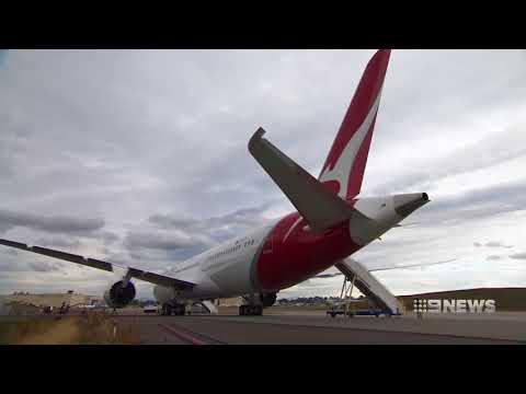 Qantas Dreamliner | 9 News Perth