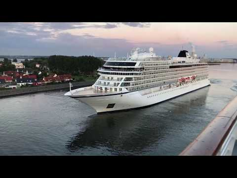 Viking star cruise ship departure warnemunde Rostock harbour horn battle with vision of the seas/HD
