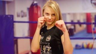 Прекрасная девушка кикбоксер / Kickboxing girl DeeOne(Девушкам на заметку Надо уметь быть девушкой и за себя постоять) Этому научат вас в Латвийской академии..., 2014-11-13T20:05:27.000Z)