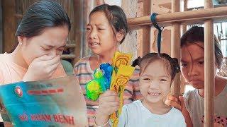 Cảm Động Rơi Nước Mắt Hai Chị Em Mồ Côi Kẹo Chupa Chups - Trang Vlog