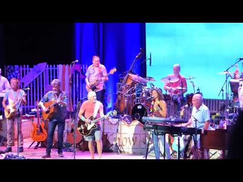 Jimmy Buffett & the Coral Reefer Band w/ Sarah McLauchlan - Learning to Fly (Tom Petty cover)