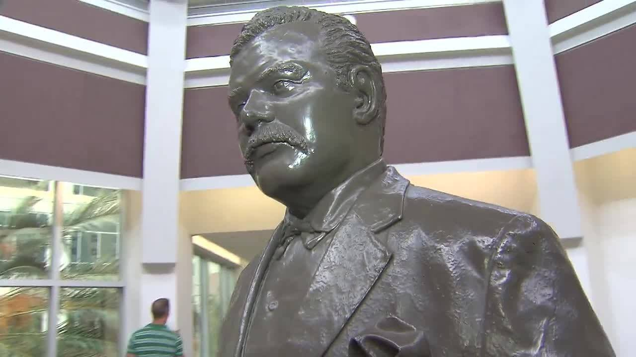 Debate over Confederate statue heats up as some argue for
