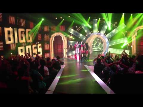 Akriti Kakar performing at Bigg Boss Bangla