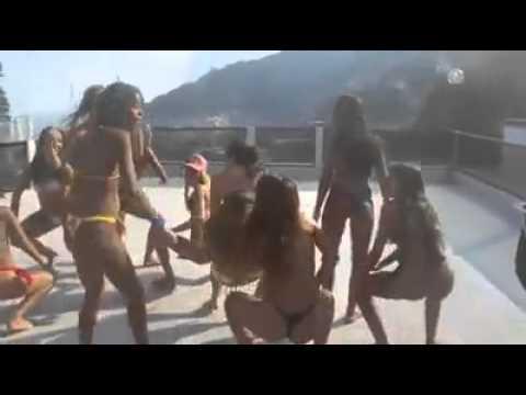 Download Novinhas dançando funk na laje