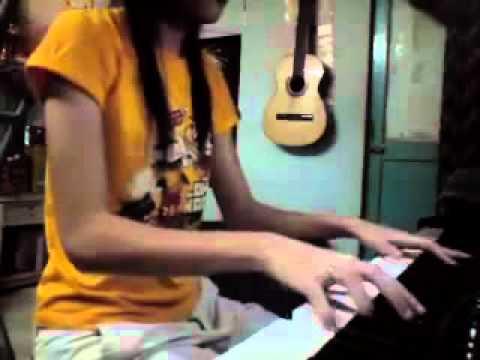 YouTube - Quay Về Đi - Noo Phước Thịnh & Thủy Tiên Piano.flv