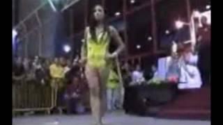 Video Hot Babes Show Her Ass On a Car WalkOff. Wonderful. download MP3, 3GP, MP4, WEBM, AVI, FLV Juli 2018