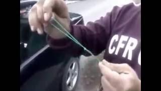 Cum deschidem ușa mașinii,când am uitat cheia în contact