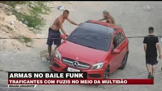 Traficantes ostentam armas no maior baile funk do Rio