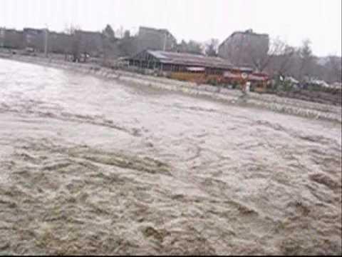 kabul-river-flooding-07.wmv