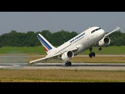 Посадка самолёта при сильном боковом ветре / Aircraft landing with strong crosswind.