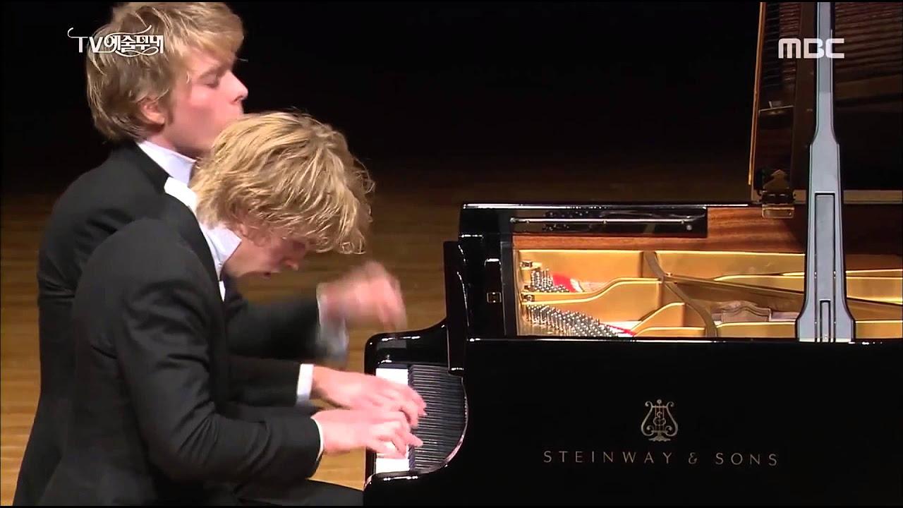 Schubert: Fantasie in F minor - Lucas & Arthur Jussen