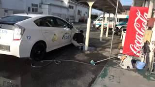 九州合宿免許 綺麗な教習車 人気 内村先生が洗車 thumbnail