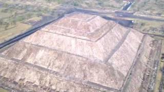 La Pirámide del Sol de Teotihuacan en Globo