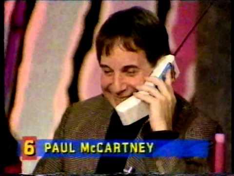 Paul McCartney surprises Paul Simon on live television