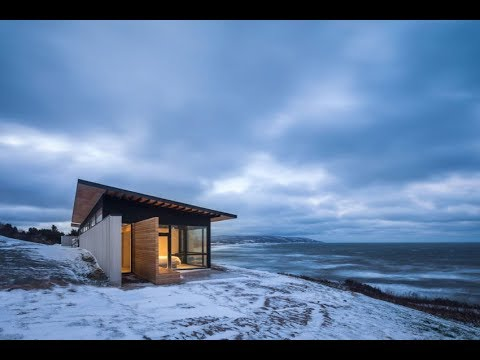 Contemporary House Design Built on a Dramatic Cliff Next to Ocean in Canada