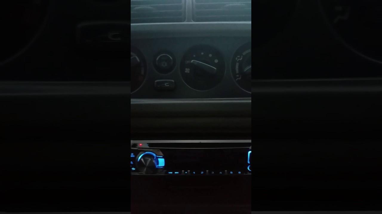Cómo quitar protec en radio de carro