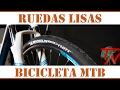 Cubiertas lisas asfalto en bicicleta de montaña mtb