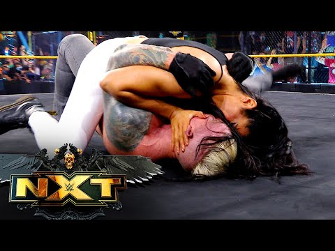 Indi Hartwell and Dexter Lumis show love conquers all with passionate kiss