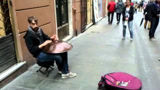 Ханг - музыкальный инструмент в виде летающей тарелки