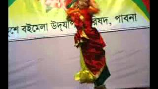 Bangladeshi baby Rinvi dancing with song