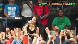AKU MERIANG   Lia Capucino Doggy Style Terbaru   Dangdut Koplo Hot Erotis Saweran