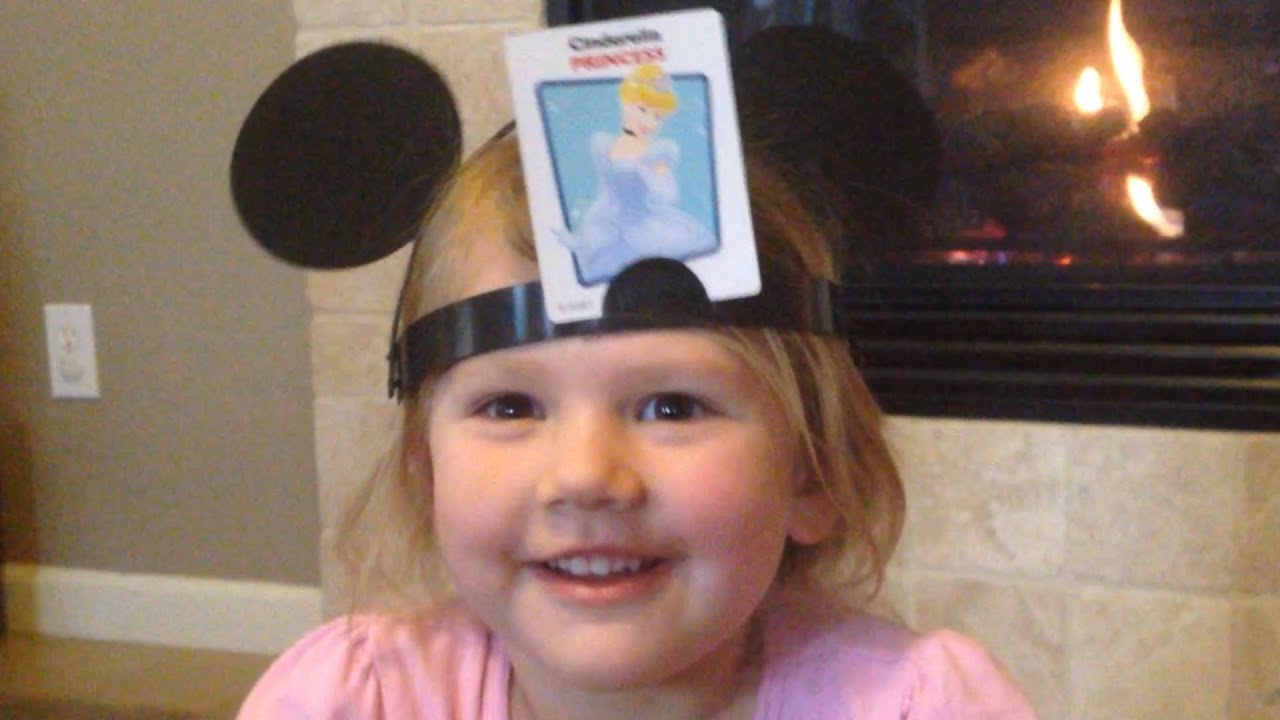 WE PLAY DISNEY'S HEDBANZ GAME!