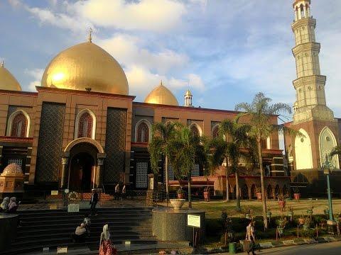 Indahnya Mesjid Kubah Emas Depok