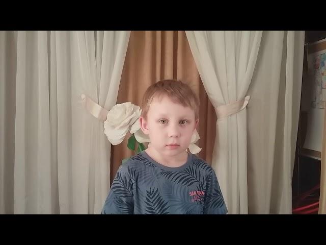 Изображение предпросмотра прочтения – ДмитрийГибельгаус читает произведение «Травка зеленеет» А.Н.Плещеева
