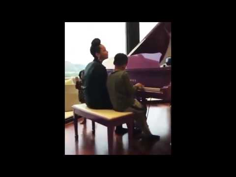 """Alicia Keys Singing XXXTentacion """"What Are You So Afraid Of"""" With Her Son"""