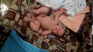 Ребенок 5 месяцев,розвитие,переворачивается с живота на спину,весело)))(, 2015-10-23T11:52:37.000Z)