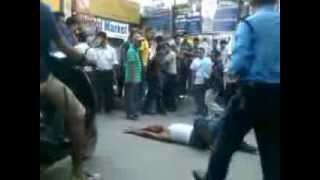 Repeat youtube video Man battles wit Nepali cops IN THAMEL, kathmandu